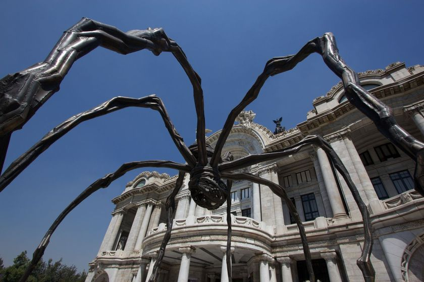 1920px-Maman_by_Louise_Bourgeois_at_Palacio_de_Bellas_Artes.jpg
